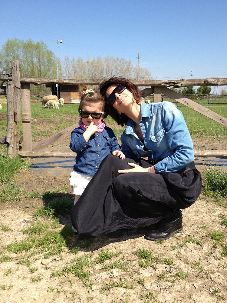 outfit mom and daughter, mamma e figlia, giornata country in fattoria, camicia jeans denim