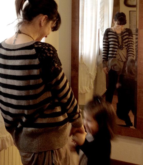 outfit mamma e figlia, righe e pois, leggings in pelle