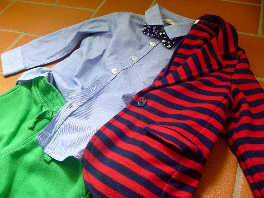 pantaloni felpa colore verde con camicia e papillon abbinati con giacca a righe