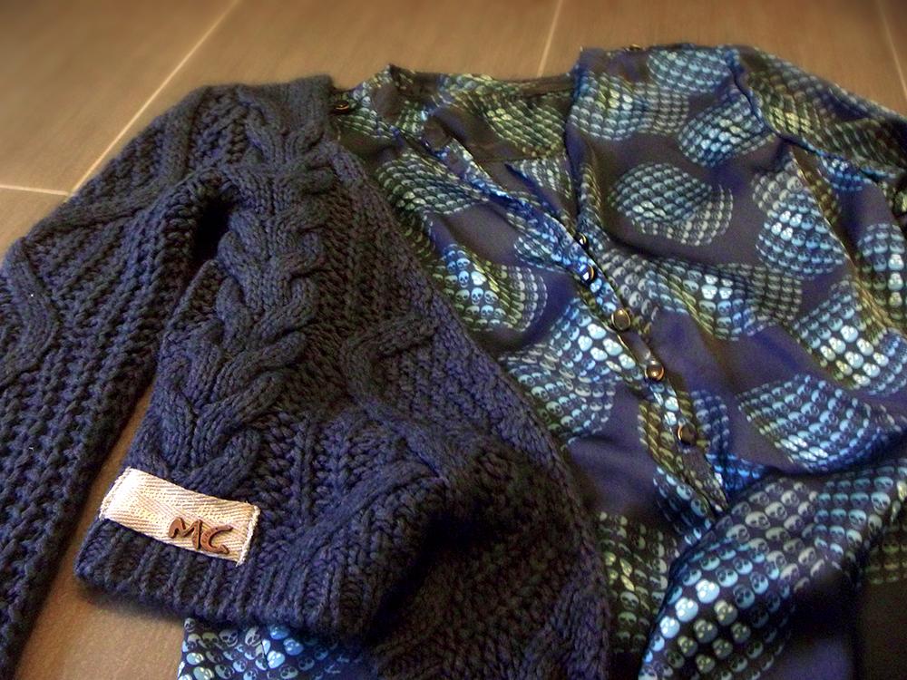 camicia in seta con teschi teschietti handmade folliefollie con maglione lana grossa blu manila grace