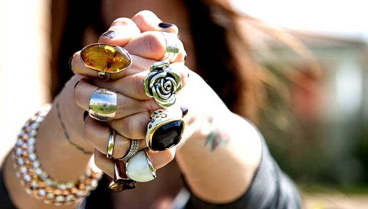 anelli, ring, con pugno chiuso per accessori moda momeme