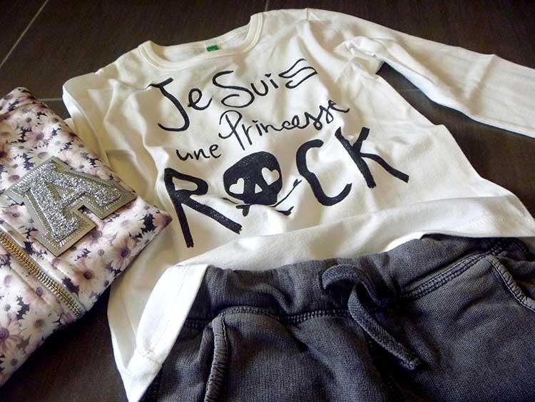 outfit bambina girl con pantaloni in felpa da maschio e bomberino in neoprene a fiori e sneakers con glitter