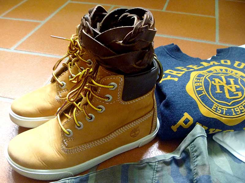 outfit for little boy, maschietto, stile camouflage mimetico con timberland