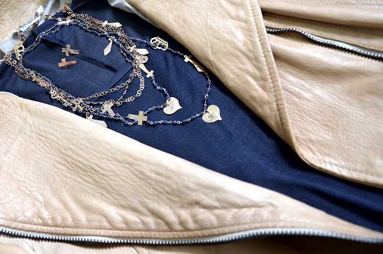 gioielleria_tassinari_rose_giacca_pelle_dettagli