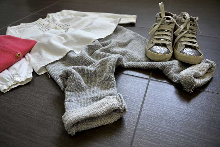 pantaloni_felpa_handmade_blusa_chic_sneakers_crime