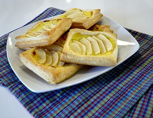 sfogliatine di pasta sfoglia con crema e mela