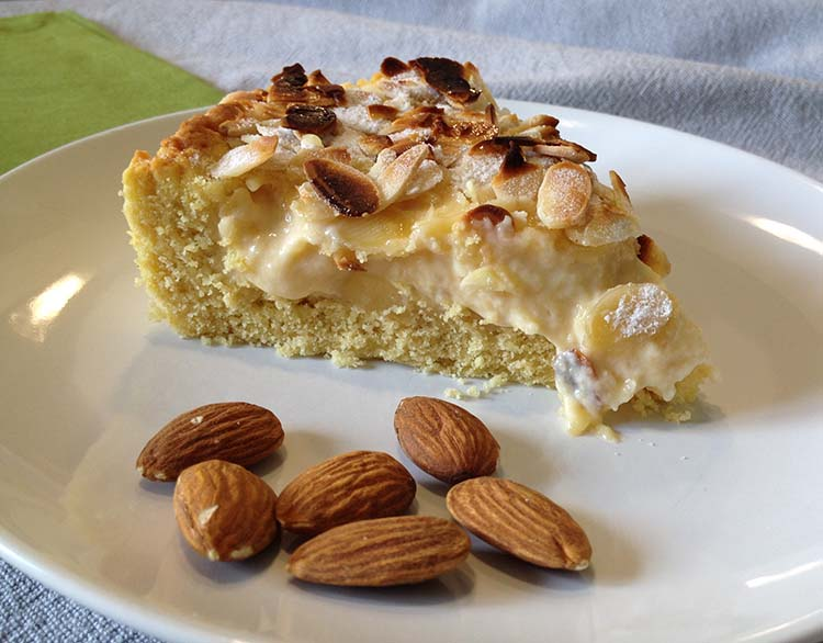 torta crostata di pasta frolla, mascarpone e mandorle caramellate e tostate, ricetta semplice