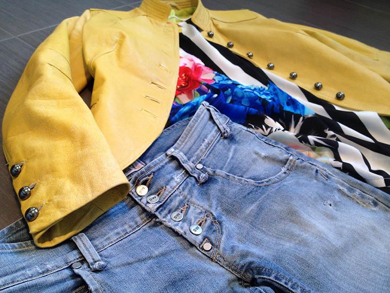 giacca_pelle_giallo_jeans_bottoni_flower_righe