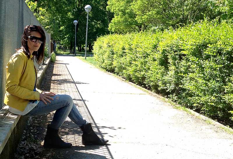giacca_pelle_giallo_jeans_flower_righe