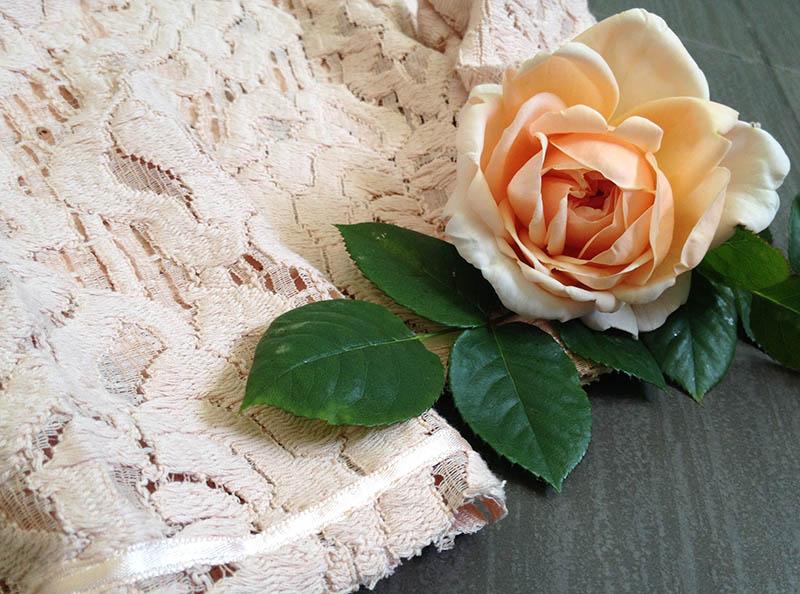 giacchina in pizzo rosa modello chanel handmade per piccola donnina girl momeme
