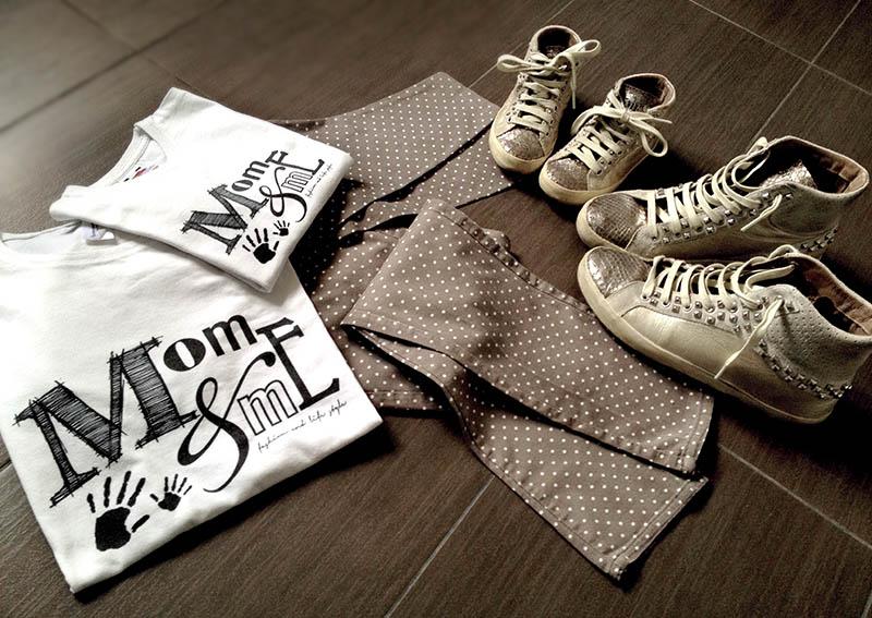 look outfit mamma e figlia uguale con sneakers crime con borchie, legging a pois e tshirt personalizzata momeme
