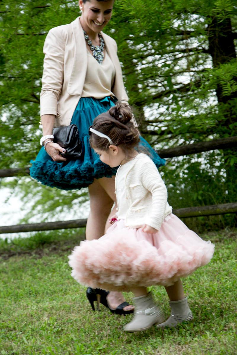gonne angels face per mamma e bimba per cerimonia matrimonio seconde nozze all'aperto con fiori e lago