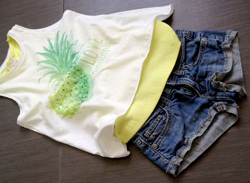 shirt_jeans_canotta_lime_ananas_bimba_braccio_ingessato
