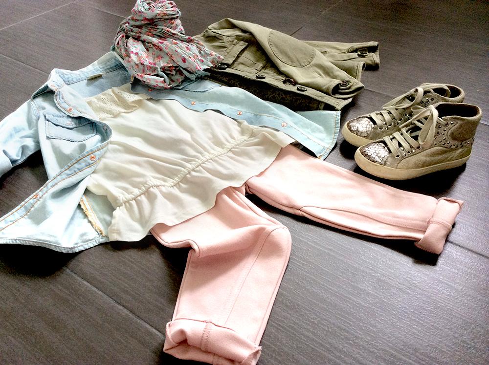 outfit bambina colori pastello camicia jeans demin pantaloni cotone elasticizzato rosa topo pizzo parka militare e foulard fiori con sneakers crime london