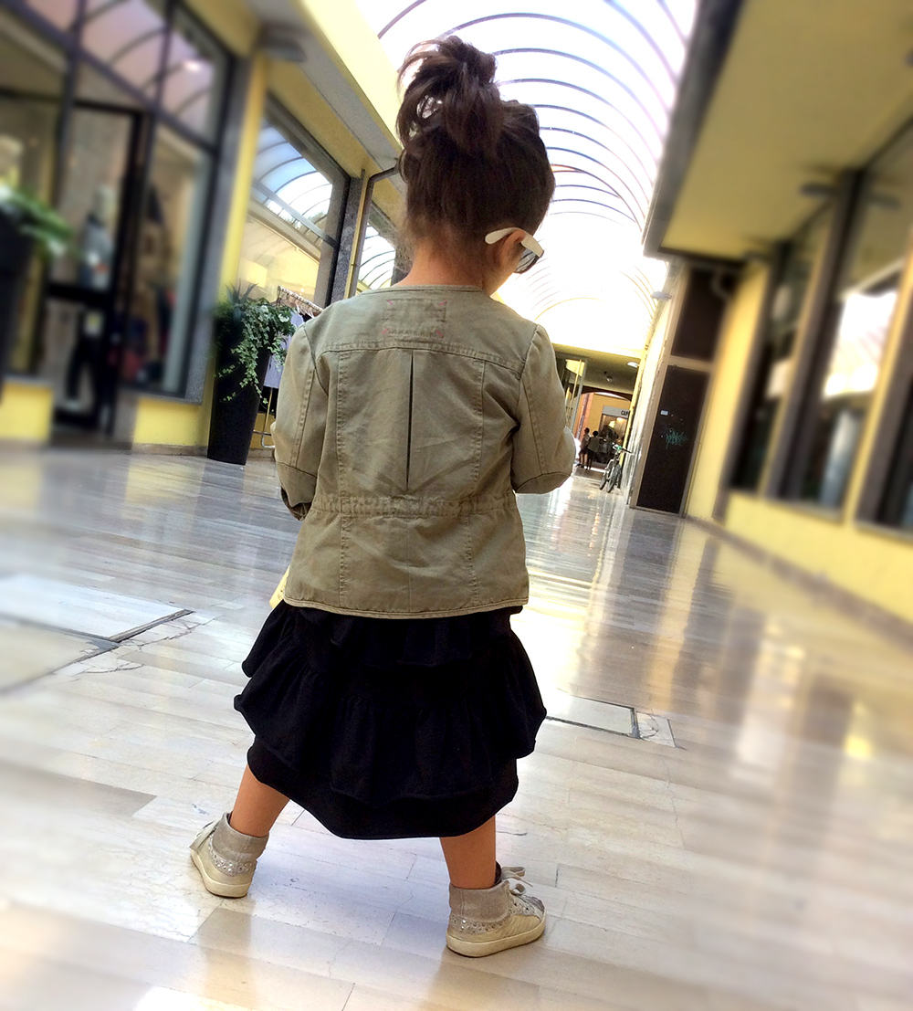 vestito_bimba_kloo_by_booso_balze_asimmetrico_parka_militate_sneakers_crime