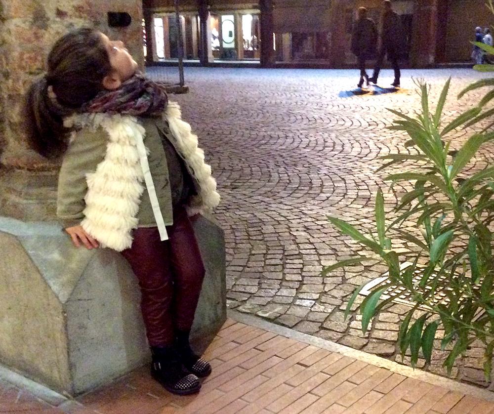 gilet_ecopelliccia_parka_militare_microbe_leggings_ecopelle_bordeaux_outfit_bambina_sera