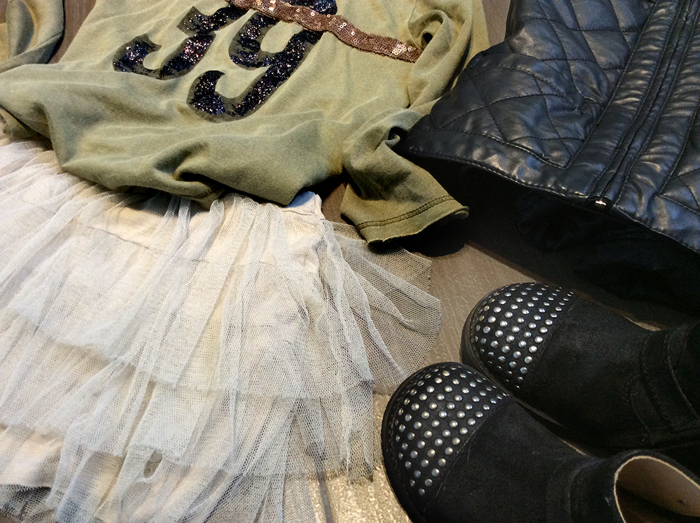 look bambina con gonna tulle tshirt zara glitter giacca in ecopelle bikers e foulard mimetico camouflage del papà
