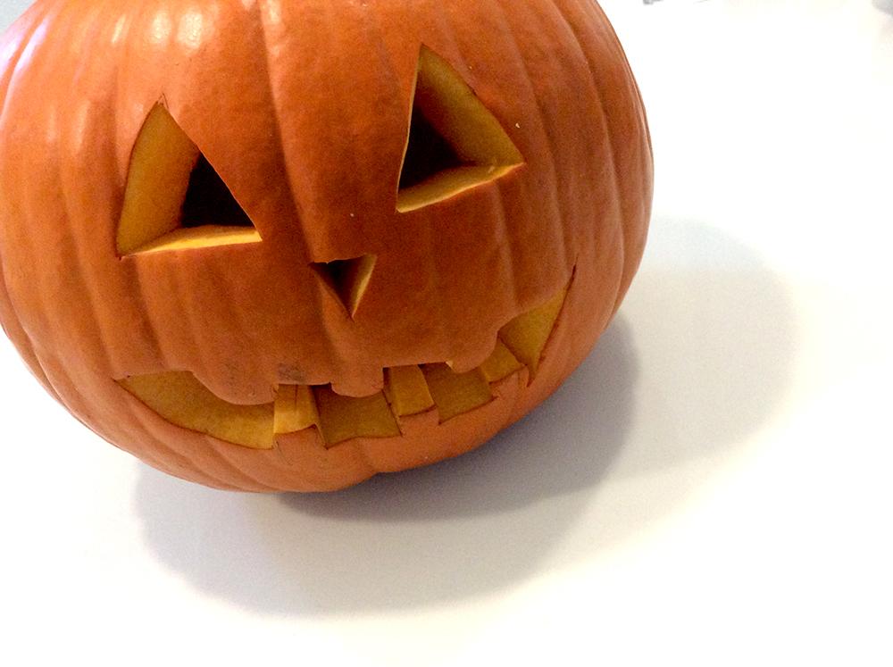zucca halloween intagliata a mano da mamma e bimba momeme Mom&Me