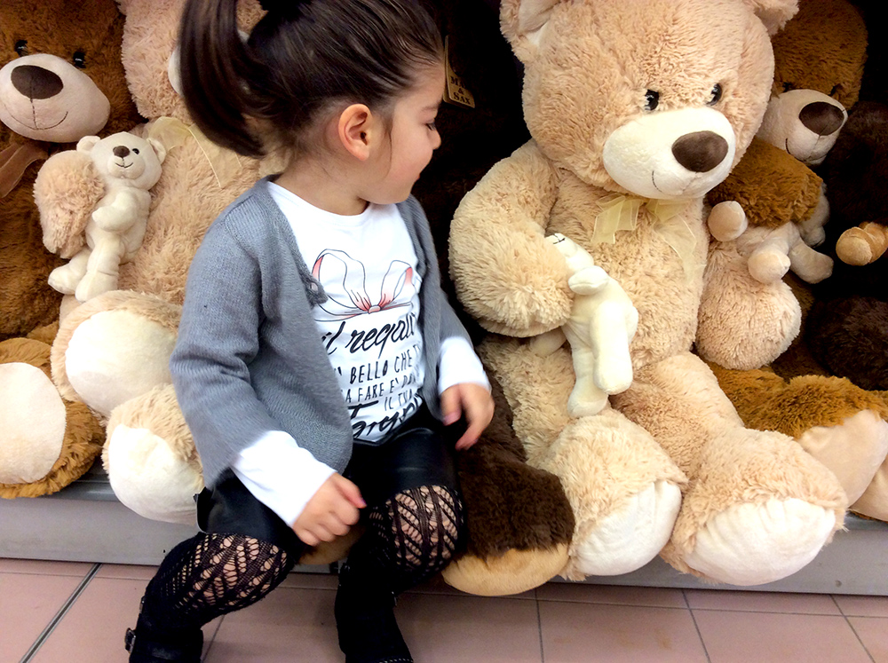 look bambina short ecopelle fatti a mano tshirt follie follie by mom&me regalo cardigan Malvi bikers borchie collant calzedonia e orsi peluche giganti