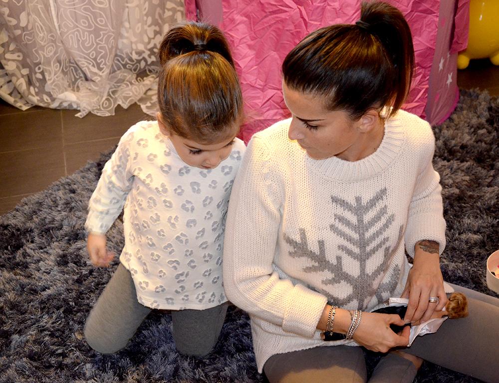 look coordinato mamma e figlia benetton intimo con leggings maglione in lana e maglia in cotone per gioco e coccole insieme