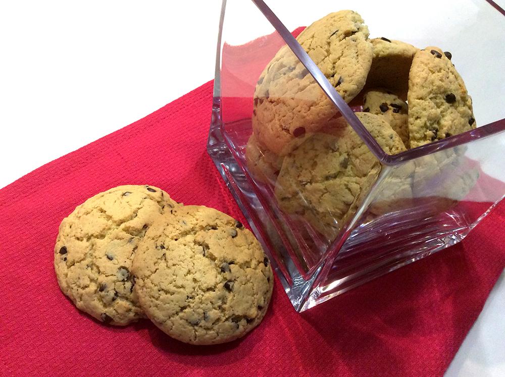 biscotti cookies fatti a mano con gocce di cioccolato ricetta facilissima sul blog mamma mom&me