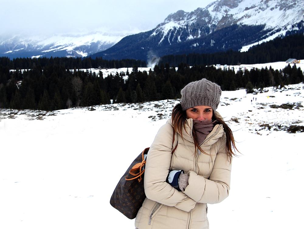 mamma blogger infreddolita e poco fashion sulla neve in montagna dolomiti