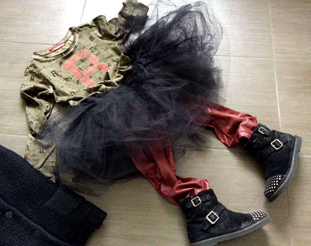 Rbelle_tshirt_gonna_tulle_rock_leggings_ecopelle_bikers_borchie_pomdapi_momeme
