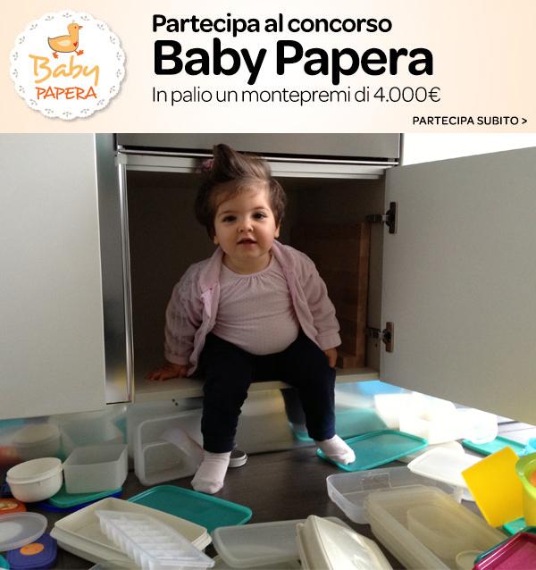 concorso baby papera carrefour con bambina che svuota il pensile delle cucina per entraci