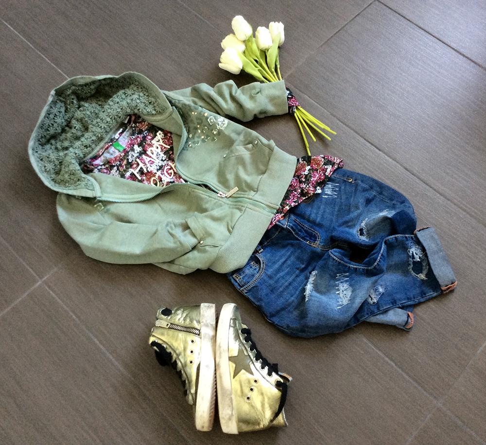 fiori_tulipani_felpa_sarabanda_pizzo_tshirt_benetton_look_bambina_jeans_strappati_sneakers_momeme