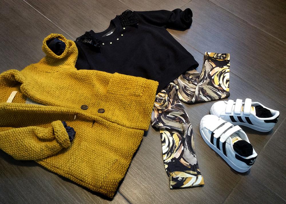 giallo_ocra_giacca_panno_look_bambina_felpa_leggings_folliefollie_momeme_adidas_superstar