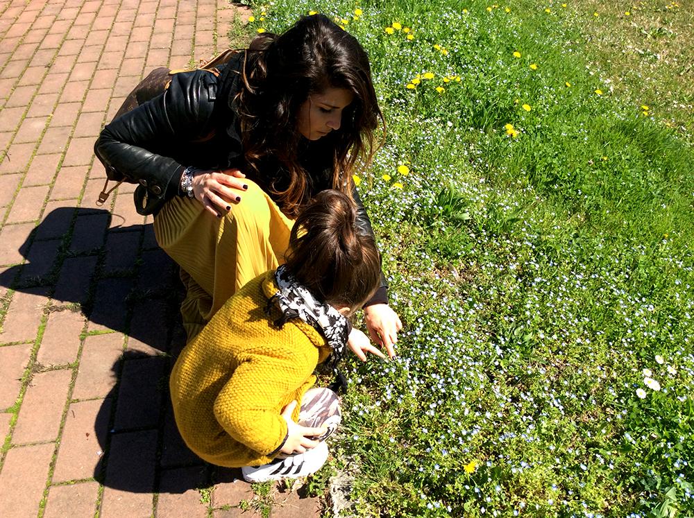 giallo_ocra_primavera_sole_mamma_bimba_look_coordinato_fiori_mom&me