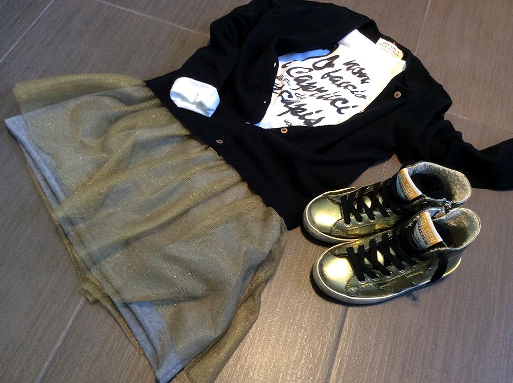 look_bambina_tshirt_primavera_estate_capricci_gonna_felpa_tulle_cardigan_zara_sneakers_goldengoose_momeme