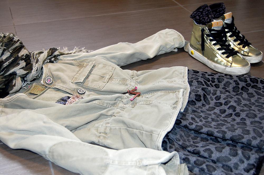 military_look_bambina_parka_zara_gonna_pantalone_animalier_sneakers_golden_goose_oro_foulard_camouflage_momeme