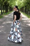 ampia gonna lunga donna realizzata a mano con shirt nera e accessori in rame iron