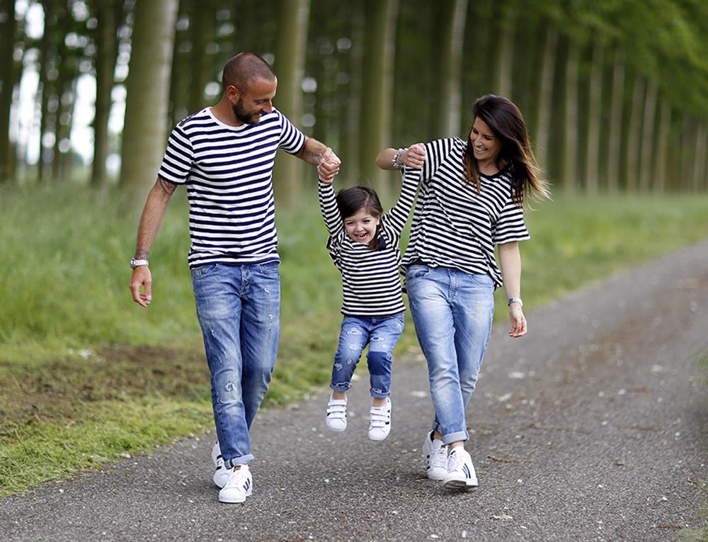 righe_jeans_mamma_bimba_papa_look_coordinato_adidas_original_superstar_momeme