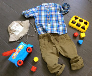 spunto outfit bambino con pantaloni in cotone, camicia a quadretti, cappello catya a tesa larga e gioco clementoni