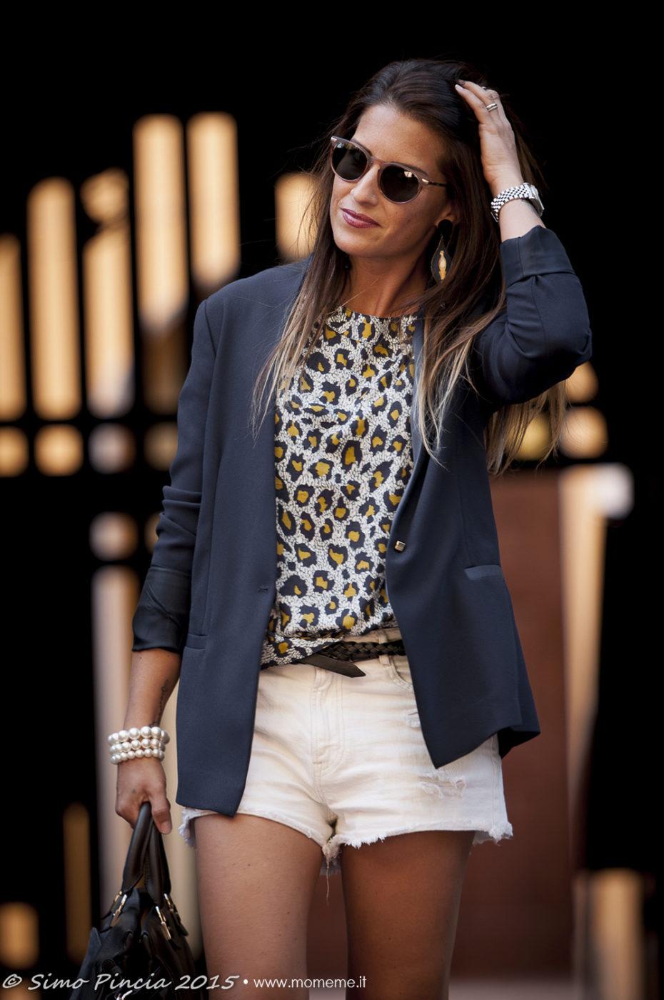 blu_blazer_blusa_animalier_short_jeans_bianco_borsa_chloe_look_donna_occhaili_redele_momeme