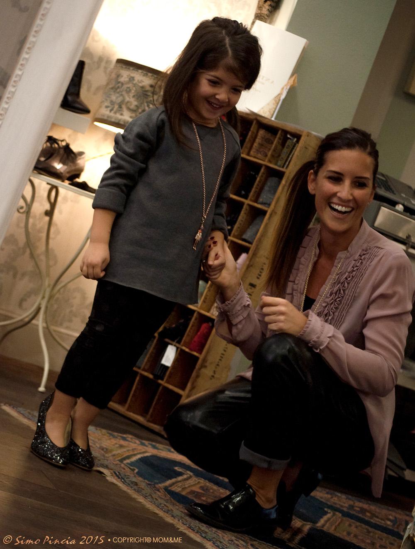 carose_mamma_figlia_passione_scarpe_fashion_anniel_gilda_specchio_momeme