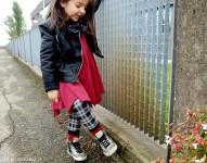 orimusi_vestito_bambina_felpa_cotone_made_in_italy_giacca_ecopelle_chiodo_motociclista_bambina_leggings_tartan_benetton_sneakers_oro_golden_goose_momeme