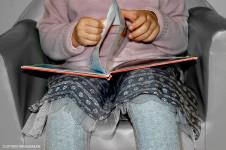 malvi_grigio_rosa_look_bambina_biblioteca_gonna_fantasia_calzamaglia_maglia_lana_momeme