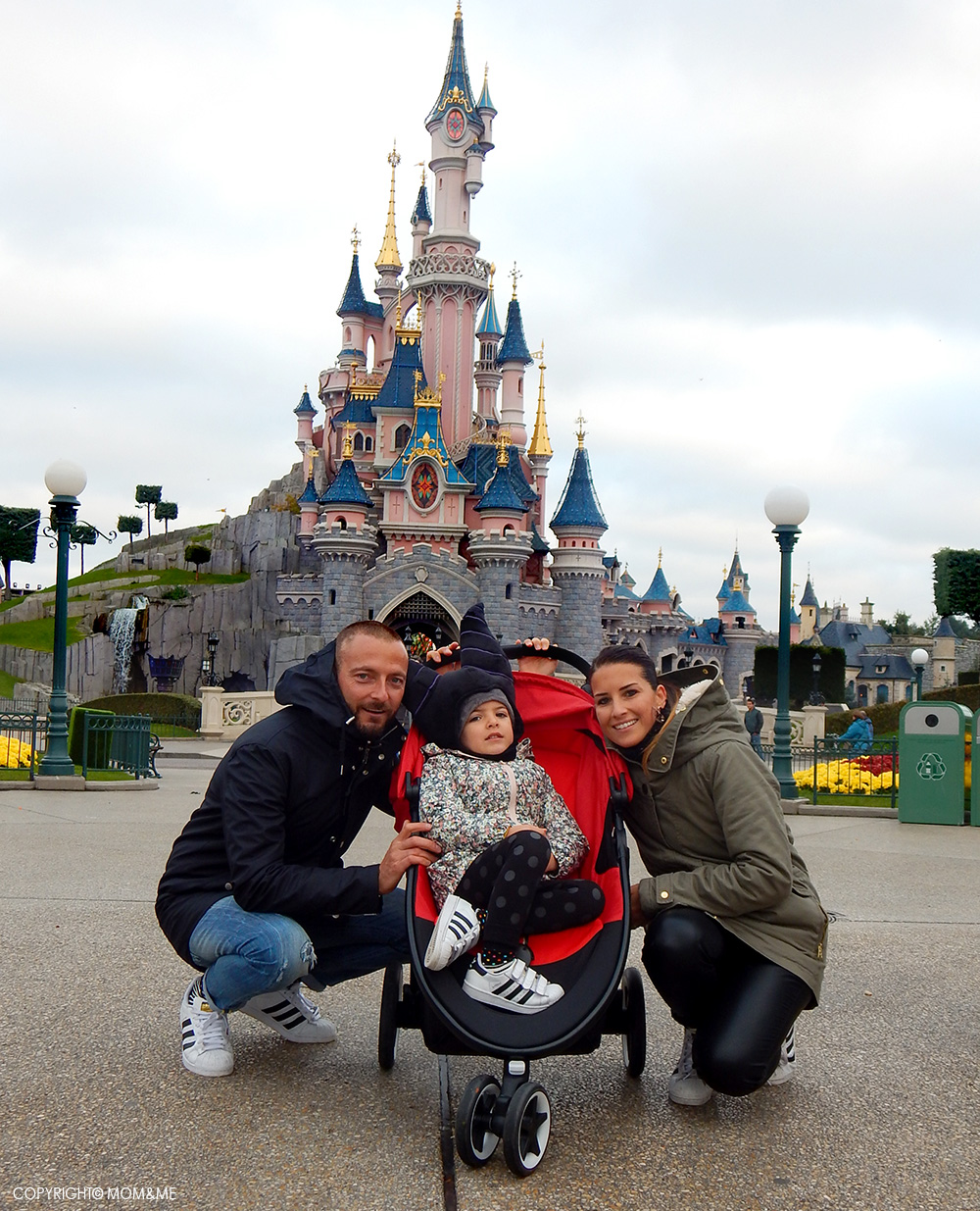disneyland_paris_castello_principessa_famiglia_bambini_passeggino_agis_cybex_comfort_momeme