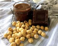 nutella_fatta_in_casa_vasetto_cioccolato_fondente_cubetto_nocciole_tostate_ricetta_handmade_momeme