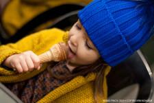 petiteparisienne_abito_seta_look_bambina_gelato_cioccolato_nutella_giacca_panno_zara_berretto_catya_momeme