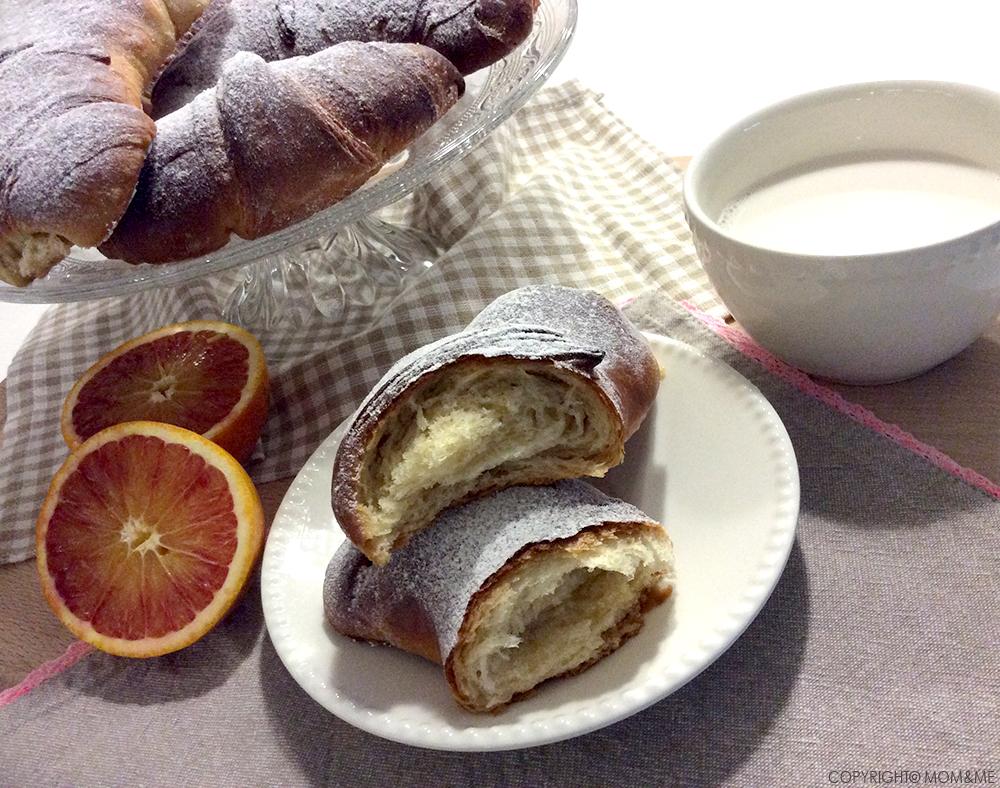 brioches_croissant_sfogliati_zucchero_fatti_in_casa_mano_colazione_momeme