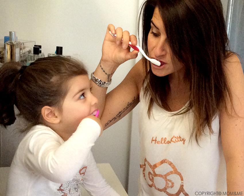 denti_igiene_orale_lavaggio_mamma_bambini_momeme