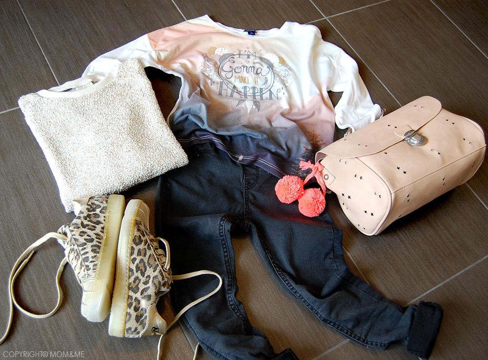 naturino_look_bambina_sneakers_animalier_oro_denim_nero_tshirt_stampa_borsa_bauletto_zara_momeme