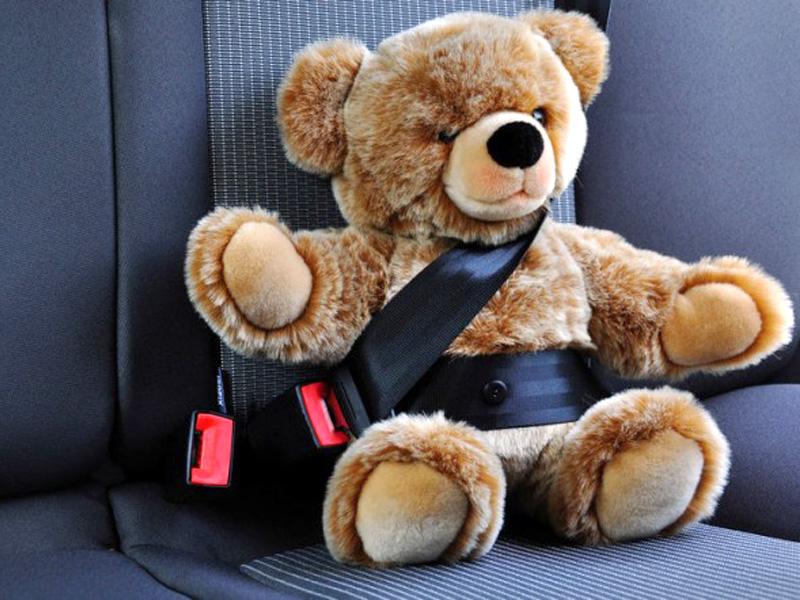 sicurezza_auto_bambini_seggiolino_cinture_momeme