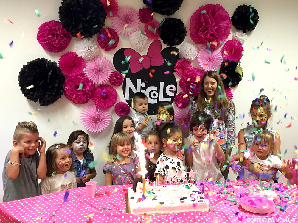 minnie_party_festa_compleanno_fiori_carta_coriandoli_torta_bambini_felici_momeme