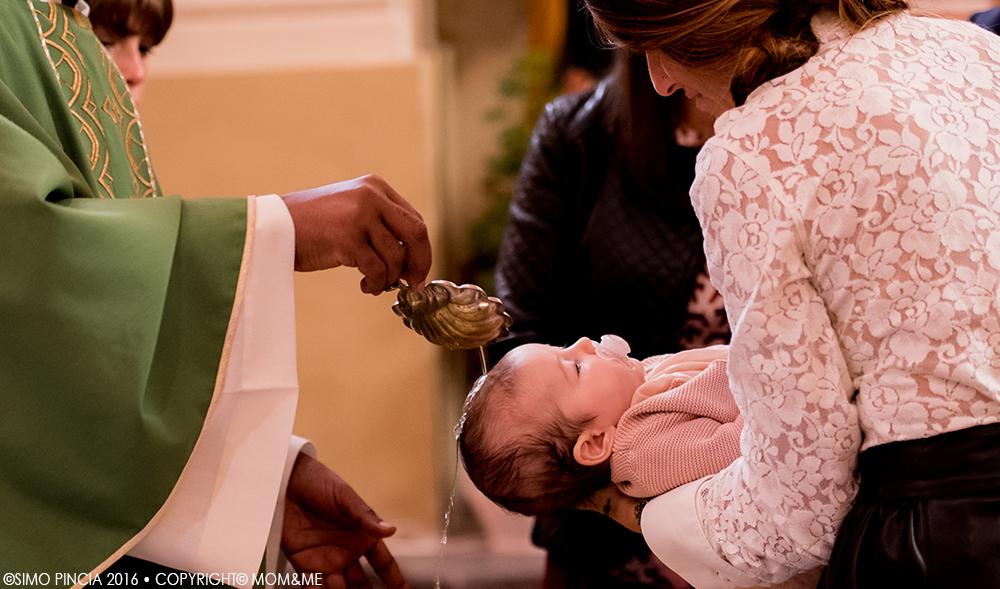 battesimo_mamma_bimba_chiesa_acqua_cerimonia_momeme