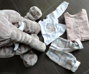 malvi_and_co_isi_abbigliamento_look_neonata_tartan_rosa_gianburrasca_peluche_elefante_pantaloni_t-shirt_giacchino_momeme
